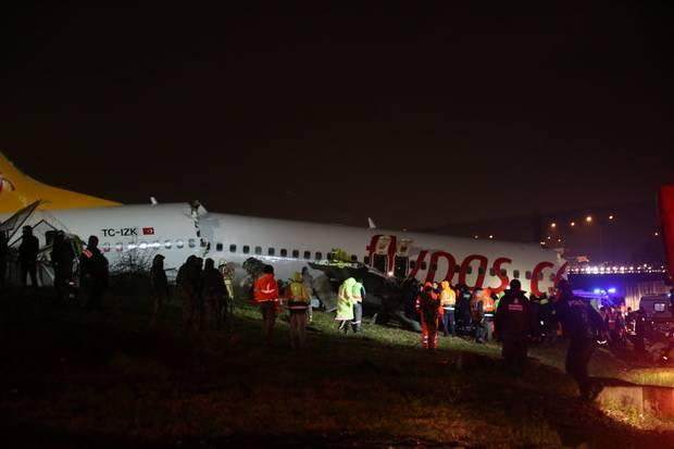 เกิดเหตุสลด เครื่องบินตุรกีลื่นไถลขณะลงจอด